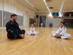Theorieunterricht im Kindertraining bei WingWarrior